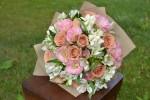 Букет с розами Капучино и лизиантусом