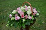 Корзина с ррозами Baby Love _лизиантусом и белвми тюльпанами_4500 руб